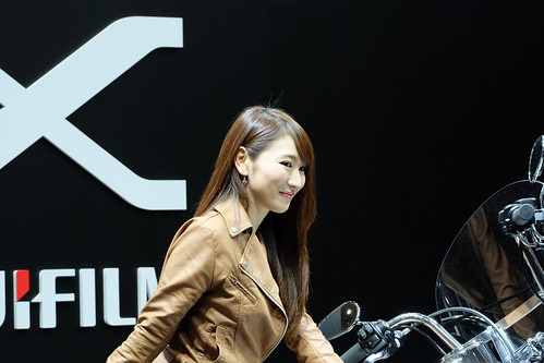 FUJIFILM girl riding bike