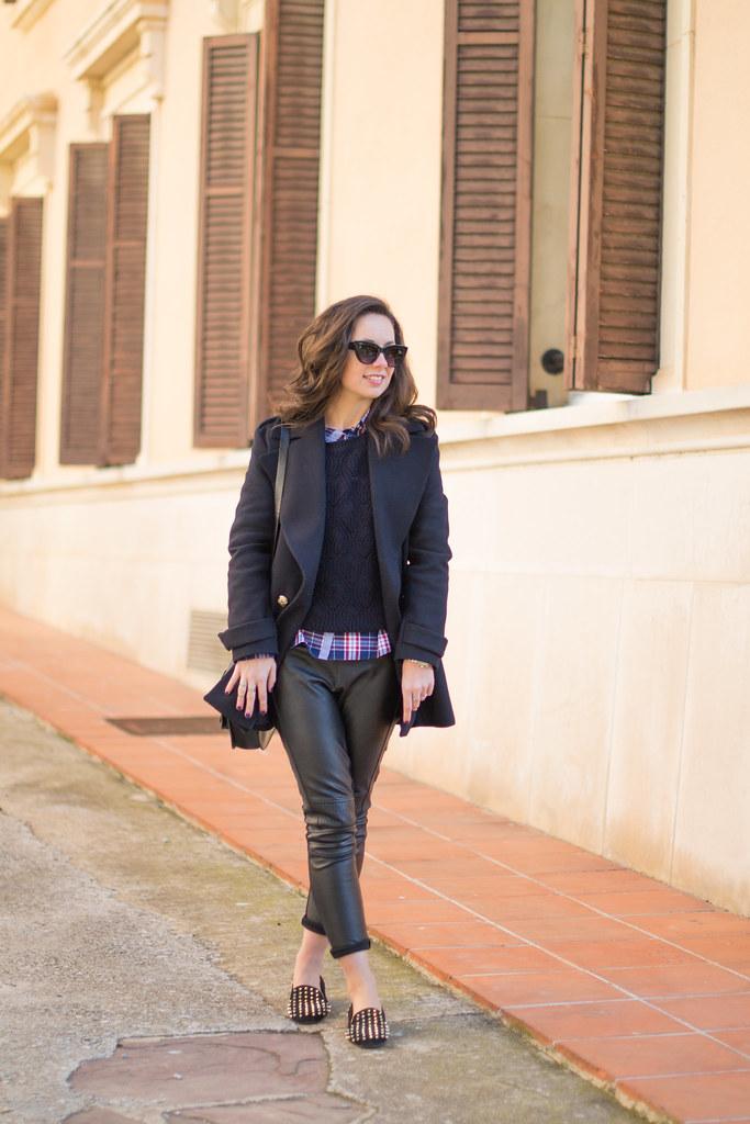 Cómo combinar el negro y el azul marino para tus looks diarios