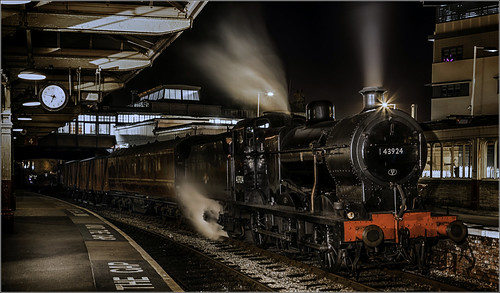 longexposure night yorkshire rail trains steam restoration renovation railways locomotives kwvr keighleyandworthvalleyrailway histore