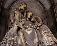 statua con bambini