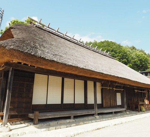 A typical old house of Yamanashi's mountain area. I wanna eat watermelon here.