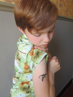 boy and tatoo/shirt