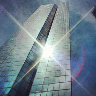 Bright Light Reflects Colors, Hancock Place - Henry Cobb, I.M. Pei #ilovearchitecture #architecture #ilovebuildings #architectureschool #boston #massachusetts #skyscrapers #glass #reflectivity #rainbowcolors #thisisnotapainting #light #colors #rainbowcolo