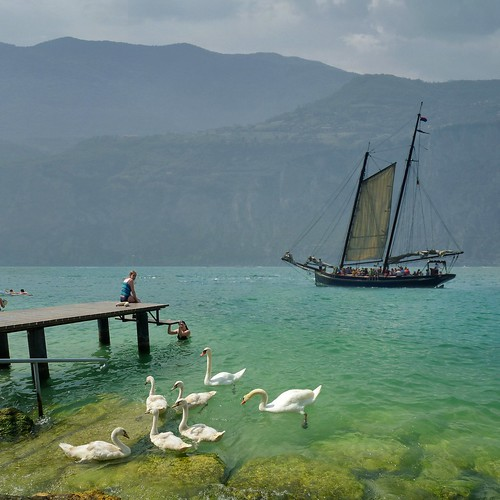 Sharing the water on Lago di Garda by B℮n