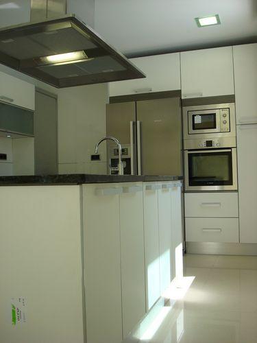 Dise o de cocinas en getafe madrid blanco encimera for Diseno de cocinas madrid
