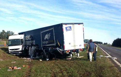 Ruta 9: Vuelco y saqueo de un camión de Nestlé