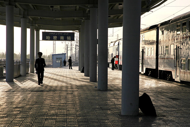 Platform of the Hami southern railway station in the morning ハミ南駅の朝