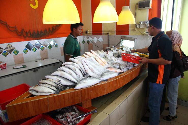 Perkampungan-Ikan-Bakar-Terapung Umbai Fresh Seafood