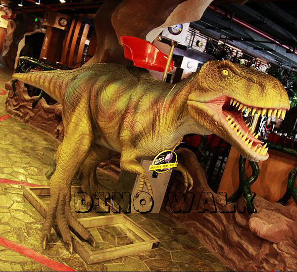 Jurassic Restaurant Exhibits in the center of the cafe
