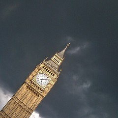 Dark skies this afternoon #lom_bar #london_only
