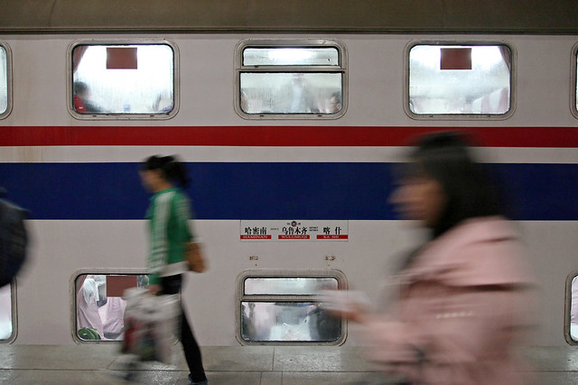 Night train before departure, Urumqi Railway Station ウルムチ駅にて、夜行列車の出発前