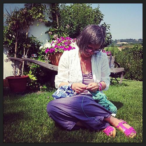 Knitting at my parents' :) Lavorando a maglia dai miei genitori :)