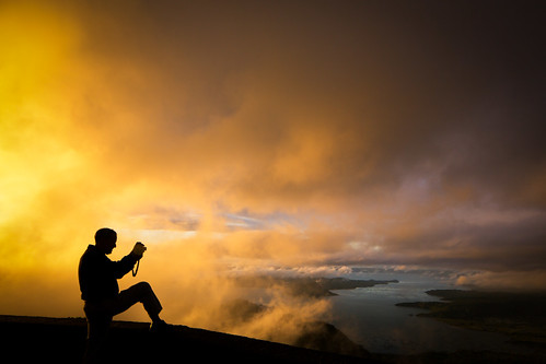 silhouette fog clouds sunrise photographer philippines tagaytay curiosity touristspot humanform taalvolcano taallake taalvistahotel tagaytaycity humanelement backlitscene calabarzon singhraylbwarmingpolarizer canoneos5dmarkiii canontse24mmf35lii canongpsreceivergpe2