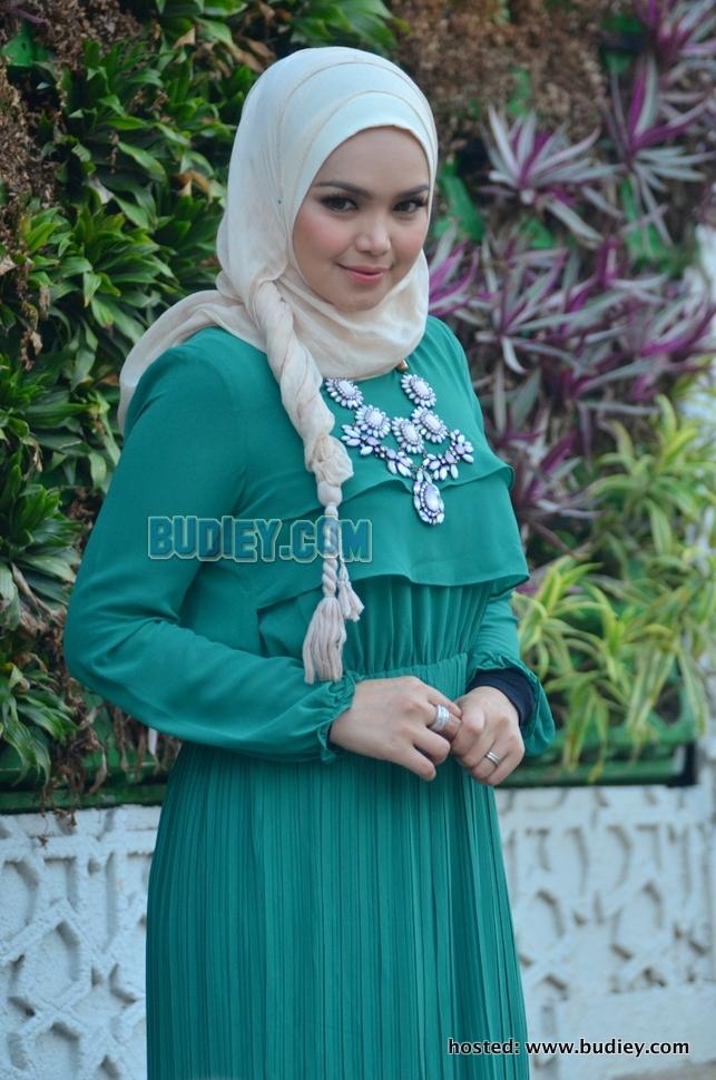 Video gambar siti nurhaliza di majlis berbuka puasa for Siti di foto