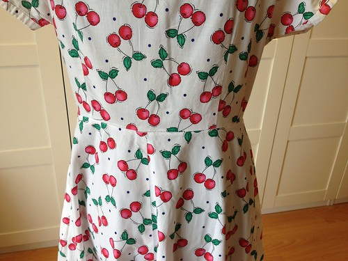cherry-print shirtdress waist seam