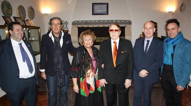 Foto de familia de la recepción al XV Premio al Comercio, D. Ignacio Rivas Alba