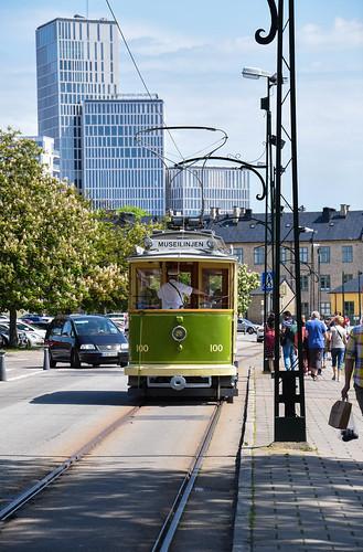 road street people cars architecture buildings se sweden outdoor tram sverige malmö sity streetview arkitektur cityview spårvagn clarionhotel skånelän malmöhus gatumiljö museilinjen malmölive clarionhotelmalmölive