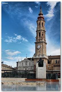 Monumento a Goya 의 이미지. plaza robert pilar catedral zaragoza seo aragón