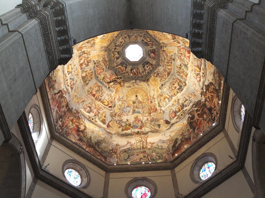 Interior de la Cúpula de Santa Maria del Fiore, con frescos de Vasari