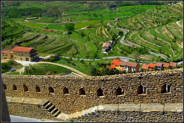 Muralla de Morella i paisatge.
