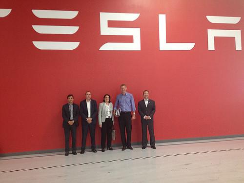 Sònia Recasens es reuneix amb el fabricant de cotxes elèctrics Tesla Motors