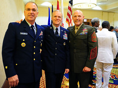 MCPOCG Leavitt poses with CMSAF and SMMC