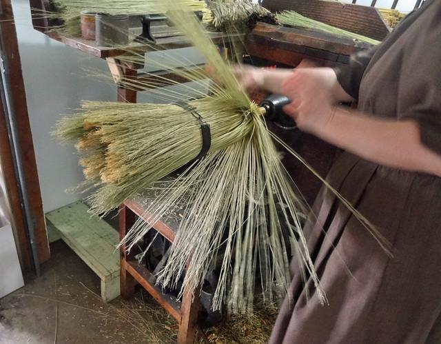 amish-broommaker