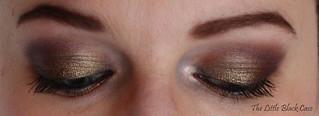 As a Brunette: deux yeux fermés