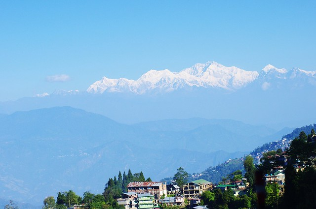 The view of Kanchenjunga from Darjeeling by CC user qihui on Flickr