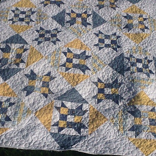 Just finished. A lovely fresh quilt pieced by Lorraine B