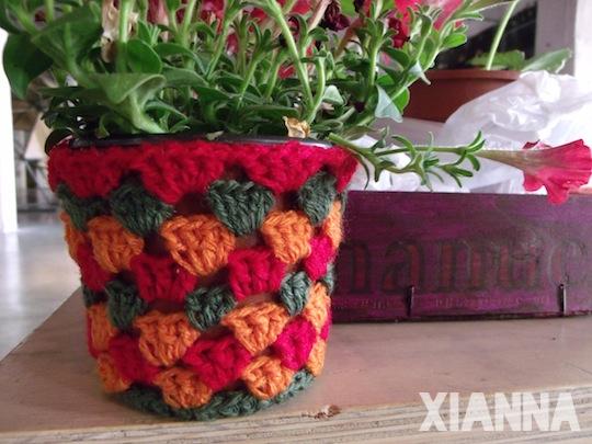 Maceta adornada con crochet de las Valentinas