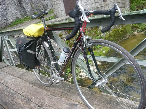 <p>This 54cm Black beauty with red pinstriping is shown here after a ride through the Swiss Alps.</p>
