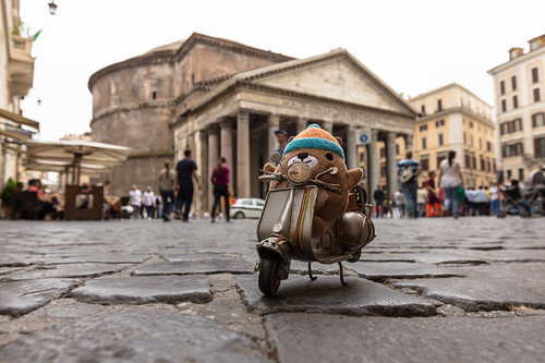 Mukmuk visits the Pantheon