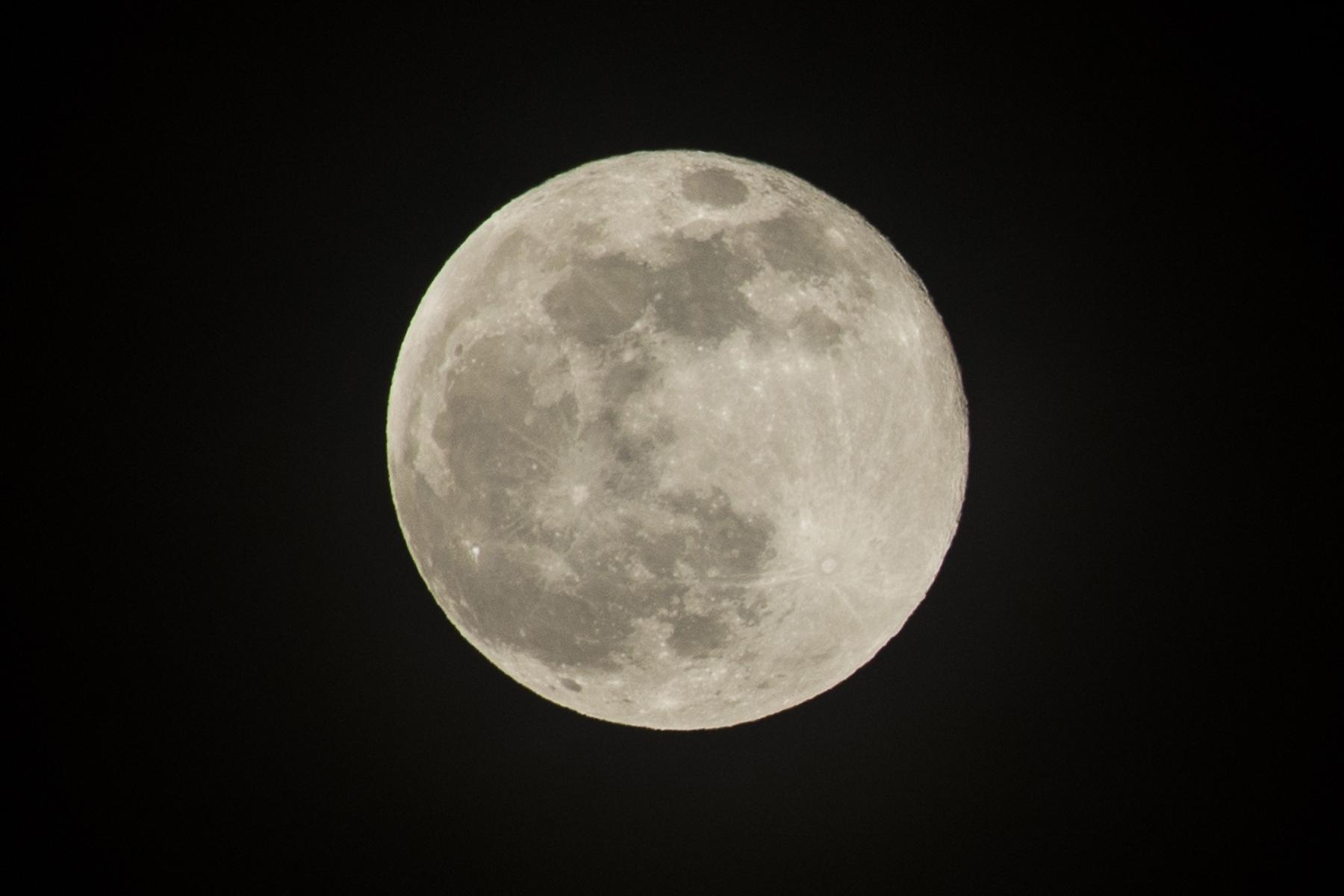 今晚的肥月~