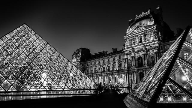 Louvre N&B