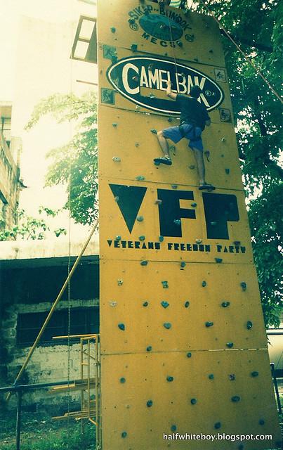 2013 08 xx_wall climbing in manila 01.png