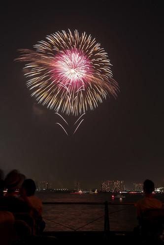 「昇分火 八重芯 菊先黄金光露 錦残輪」 by 篠原茂男 東京湾大華火 2013 Tokyo Bay Grand Fireworks