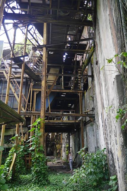 Dans l'usine désaffectée de Grosse Montagne...
