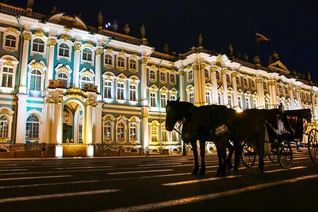 Hermitage Museum at night, Saint Petersburg, Russia サンクトペテルブルク、ライトアップしたエルミタージュ美術館