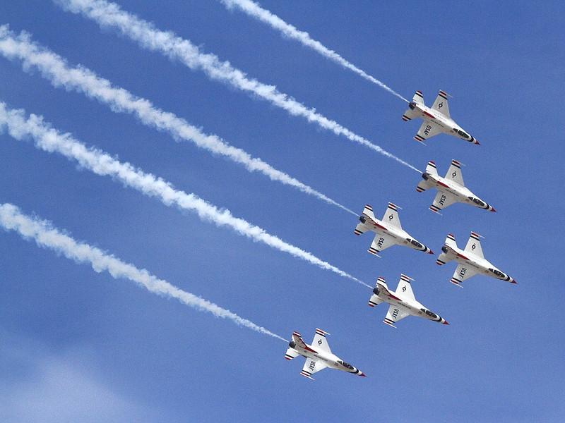 IMG_7963 Thunderbirds Delta Formation