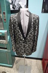 jacket(0.0), tuxedo(0.0), dress(0.0), pattern(1.0), clothing(1.0), blazer(1.0), outerwear(1.0), formal wear(1.0), suit(1.0),