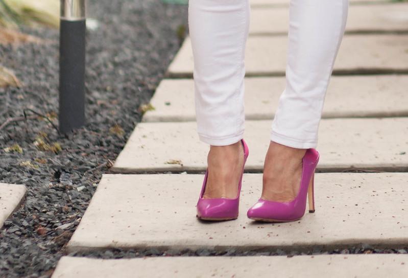 cute & little blog | petite fashion | white jeans, shoedazzle pink pumps