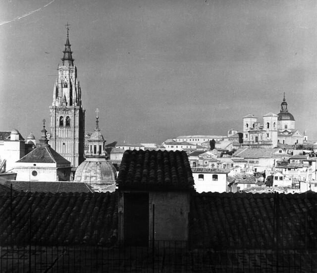 Catedral de ToledoPuente de Alcántara en 1952. Fotografía de Erika Groth-Schmachtenberger © Universitätsbibliothek Augsburg