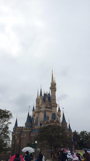 雨模様のシンデレラ城