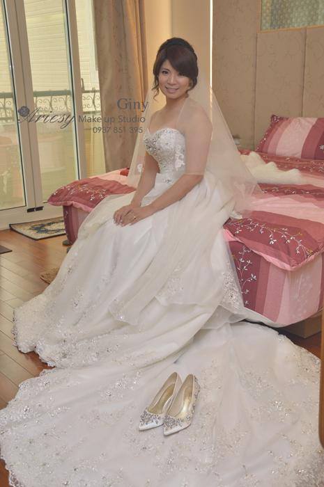 Giny,台北新娘秘書,新秘,清透妝感,蓬鬆盤髮,北港青松餐廳,歐美手工飾品,雲林新娘秘書,赫本包頭