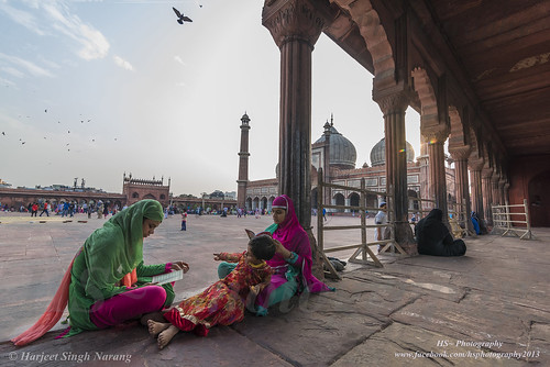 ladies sunset india monument religious god faith religion eid muslims masjid newdelhi jamamasjid olddelhi traveldestinations eidmubarak incredibleindia muslimladies namaaztime ladiesperformingnamaazatjamamasjid