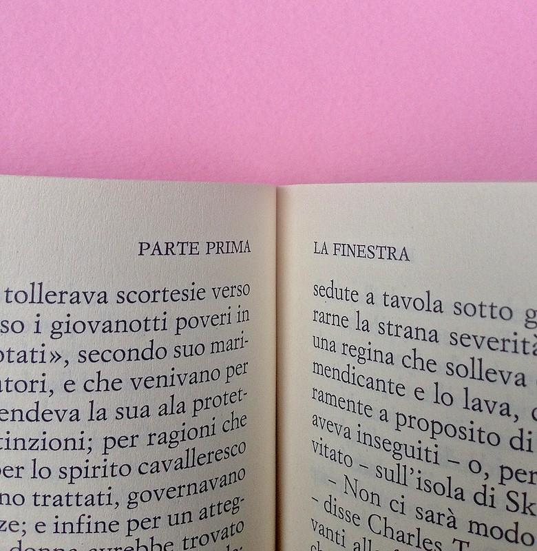 Virgina Woolf, Gita al Faro. Einaudi 2014. Progetto grafico di 46xy. Testo: indicazione della parte e del suo titolo, in capo al testo, allineato al margine interno, a pag. 8 e 9  (part.), 1