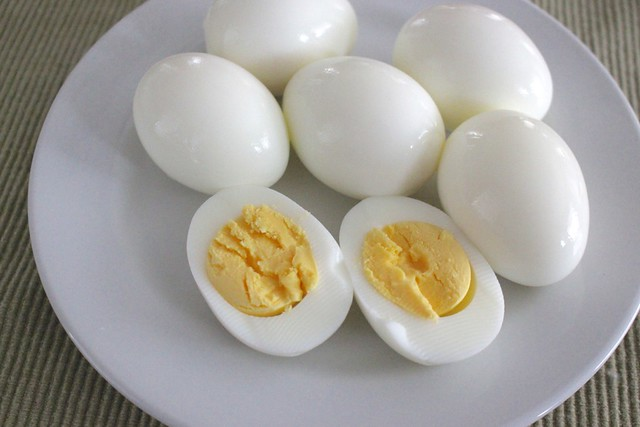 hard-boiled-eggs-sliced