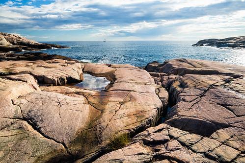 sea summer cliff seascape rock landscape se sweden outdoor formation sverige polarizer hav bohuslän västkusten grebbestad klippor västragötalandslän canonef24mmf14liiusm canoneos5dmarkiii tjurpannansnaturreservat