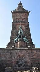 Denkmäler und Statuen